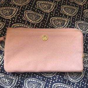 Lululemon double up pouch wallet